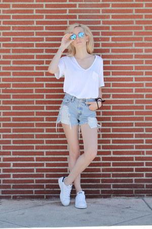 white v-neck Aritzia t-shirt - sky blue Levis shorts