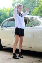 black denim shorts Aritzia shorts - dark gray Matisse boots - white Uniqlo shirt