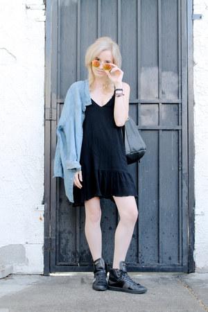 black lbd Tobi dress - light blue denim shirt Uniqlo shirt
