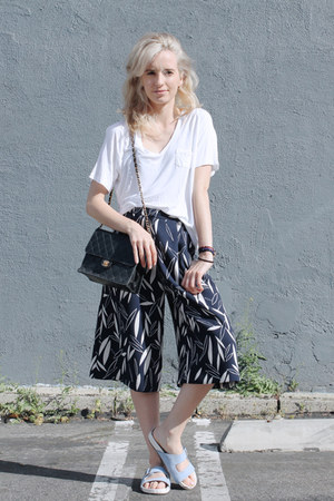 white v-neck Aritzia t-shirt - black vintage bag Chanel bag