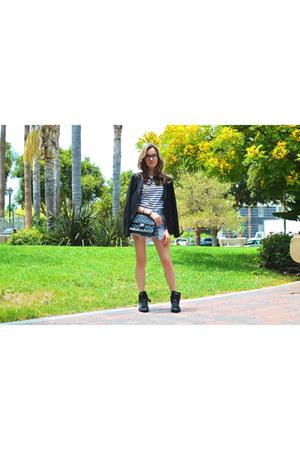 black classic Chanel bag - black cotton Uniqlo blazer