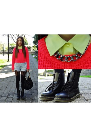 black Dr Martens boots - salmon coral sweater Topshop sweater