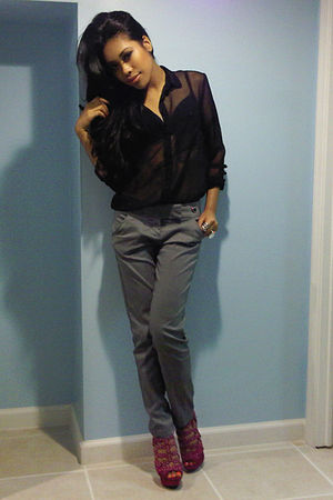 black blouse - gray pants - pink BCBG shoes