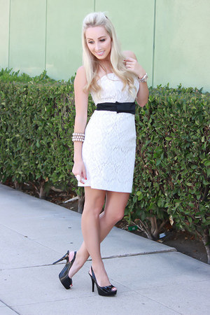 white lace papaya dress - black shiny Guess heels