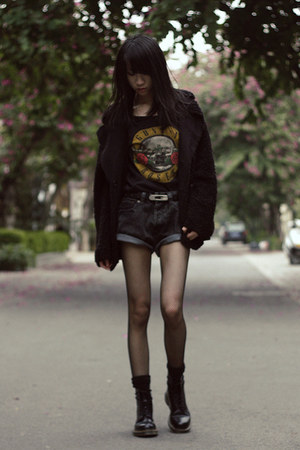 black H&amp;M t-shirt - Dr Martens boots - jacket