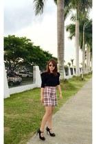 ruby red HK shorts - black Zara top