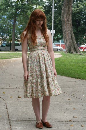 floral vintage dress - leather vintage shoes