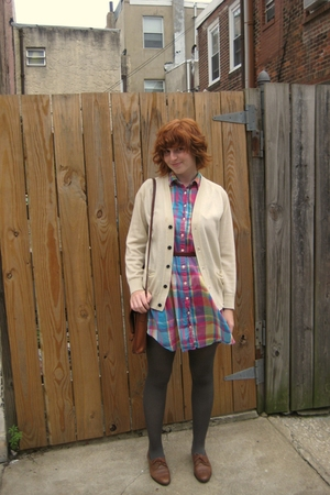 pink plaid vintage dress - brown vintage oxfords shoes - white cardigan sweater