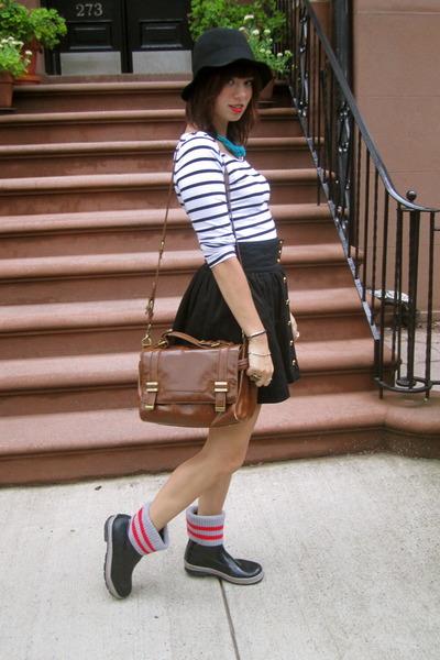 Cougar Boots boots - black H&M hat - H&M shirt - dark brown Zara bag