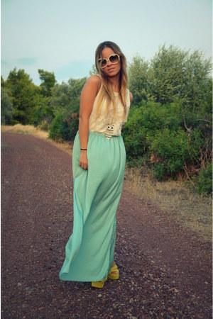 Chloe sunglasses - Zara skirt
