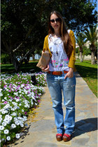 ruby red wedges - blue jeans - white Stradivarius t-shirt