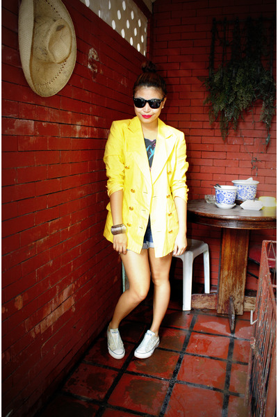 yellow Vintage from Grandmas Closet blazer - gray People are People top - blue F