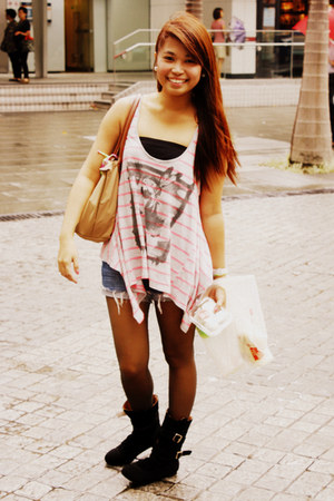 mid-calf Heel and Sole boots - Forever 21 shorts - inner bra-tube Forever 21 int
