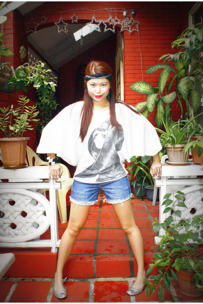 off white Pink Manila top - navy Forever 21 shorts - silver Shoesbox and Me in G