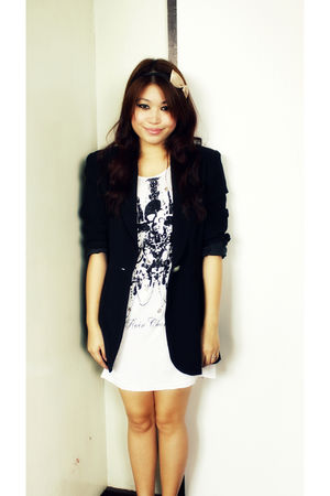 black vintage blazer - white From a bazaar in Greenhills top - beige Forever21 a