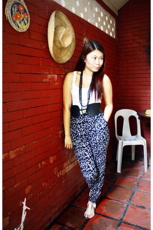 white random brand top - black Forever 21 pants - black Forever 21 accessories -