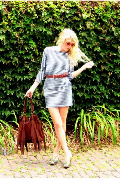 brown purse - green shoes - blue dress - white dress - brown belt
