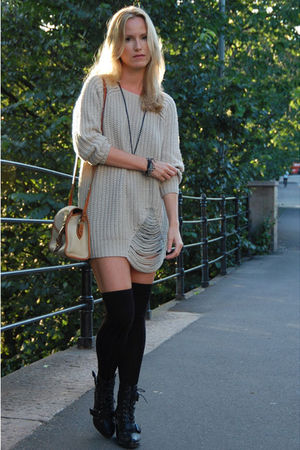 beige GINA TRICOT sweater - beige vintage purse - black Din Sko boots