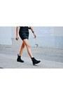 Black-dr-martens-boots-black-daniel-wellington-watch