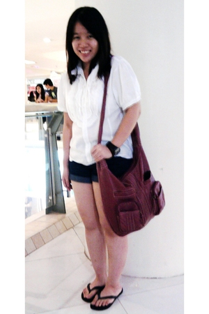 white local dept store top - blue Viseversa shorts - black Havaianas shoes - pin