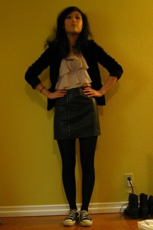 black Converse shoes - black H&M blazer - black Urban Outfitters skirt