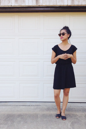 H&M dress - Cole Haan sunglasses - franco sarto flats