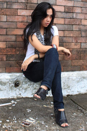 accessories - scarf - white blouse - navy jeans - black boots