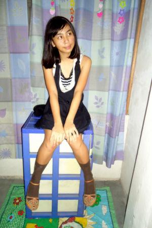brown CLN shoes - brown darlinton socks - black