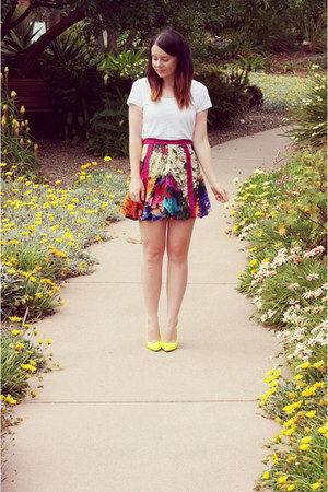 botanical cameo skirt - yellow neon Verali heels - white white Dotti t-shirt