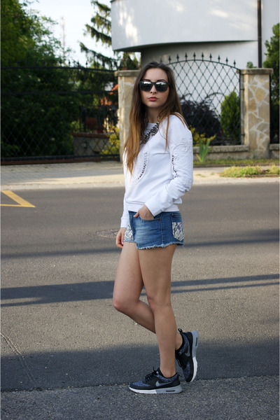 Choies sweater - Zara shorts - ray-ban sunglasses - Mango necklace