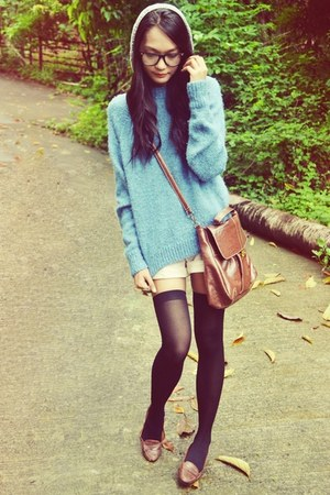 chunky knit sweater - beanie hat - messenger bag - shorts