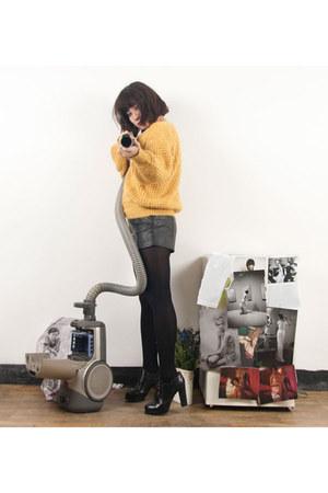 heykiddo shorts - vintage cardigan - heykiddo heels