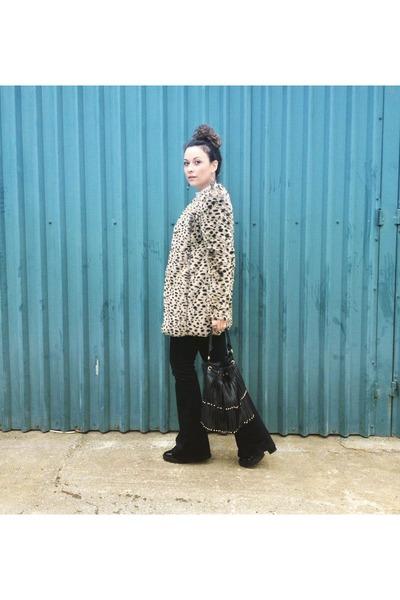 dark green 70s Zara jeans - animal fur pull&bear coat - black leather Zara bag