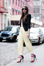 Light-yellow-asos-jeans-black-flat-round-asos-sunglasses