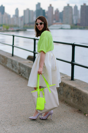 lime green knit H&amp;M shirt - lime green Danielle Nicole bag