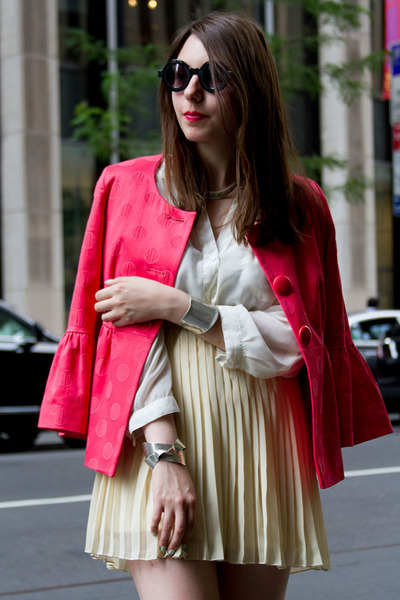 neutral pebble beach Caroline Cree sandals - hot pink Charles Grey London blazer