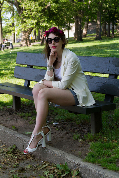 White-blazer-h-m-blazer-black-round-asos-sunglasses-white-zara-heels_400