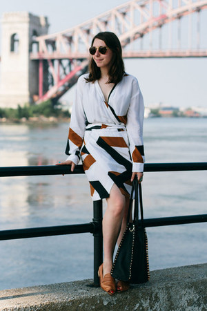 brown 8020 loafers - white wrap printed dvf dress
