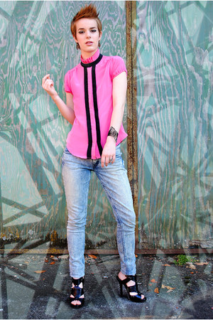 hot pink silk Urban Outfitters blouse - light blue acid wash Levis jeans