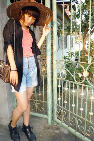 t-shirt - vintage boots - shirt - quilted bag - high waisted shorts
