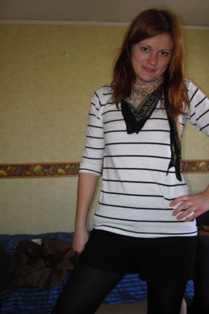 white top - black H&M shorts - black tights - beige KappAhl scarf
