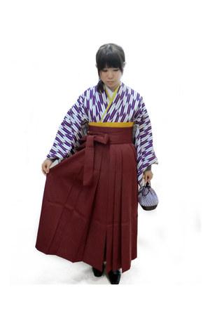 maroon skirt - black boots - gold belt - white top - deep purple top