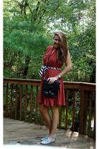 red Vintage 70s dress - black vintage 80s crossbody bag - scarf - gray Steve Mad