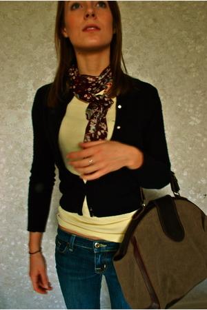 scarf - J Crew t-shirt - J Crew sweater - BDG jeans - Comptoir des Cotonniers pu