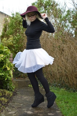 black new look boots - white unknown skirt - black Matalan top
