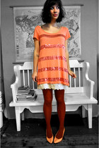 salmon H&M dress - ruby red tights - salmon thrifted vintage heels - cream thrif