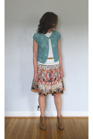 Soft boots - crochet new york and co jacket - pattern Mixit skirt - t-shirt - le