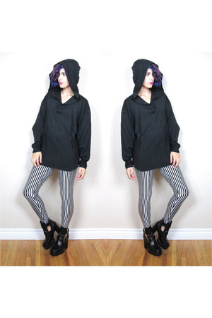 hooded black shirt
