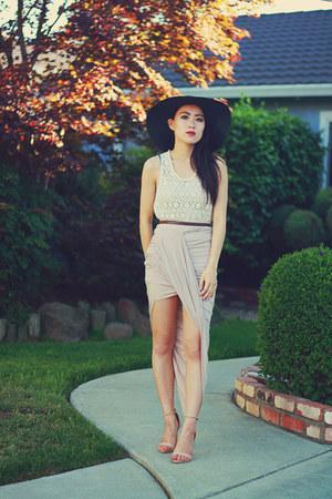 light pink foreign exchange skirt - black floppy Forever 21 hat