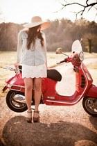 eggshell sun hat Forever 21 hat - white Forever 21 skirt